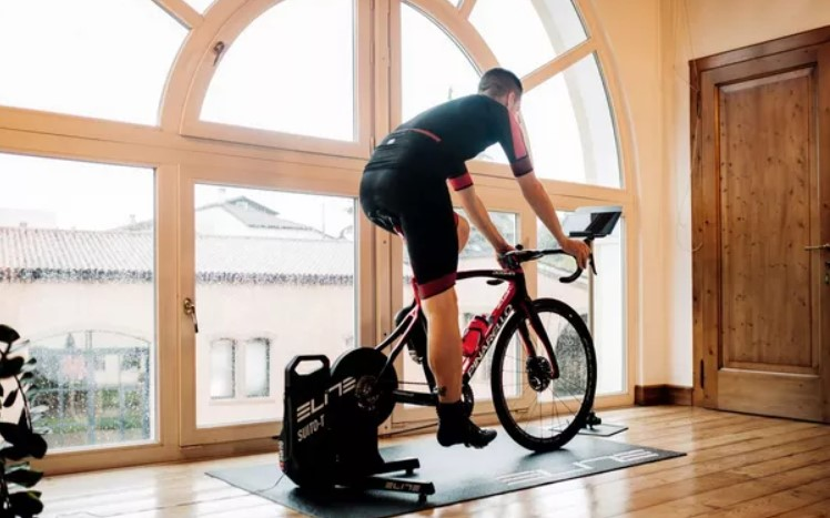 With Zwift, You Also Train in the Winter With Your Racing Bike
